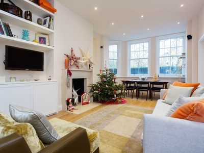 Photo for Light spacious 2 bed boasting a private terrace and communal gardens (Veeve)