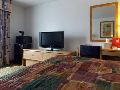 Photo for Norwood Inn & Suites Roseville - 1 QUEEN BED NON SMOKING
