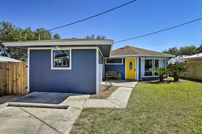 Situated 3 blocks from the beach, this updated vacation rental for 6 is ideal!