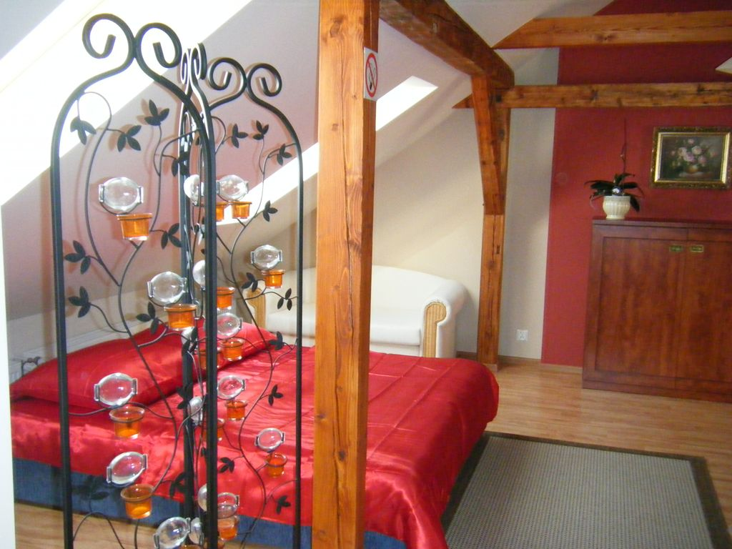 Romantic apartment, family friendly in a quiet location overlooking the mountains Photo 1