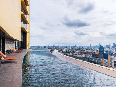 Photo for INFINITY POOL@41Fl, Close to Skytrain