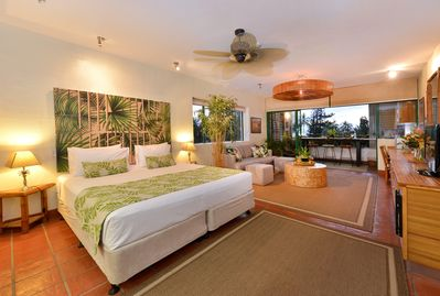 A totally tropical escape pad