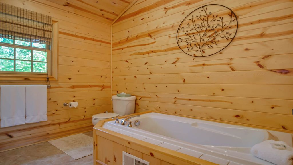 Log cabin on lake w hot tub and pool access saugatuck for Log cabin with hot tub one night stay