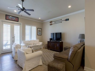 Large Family Area W/ 10 Ft. Ceilings