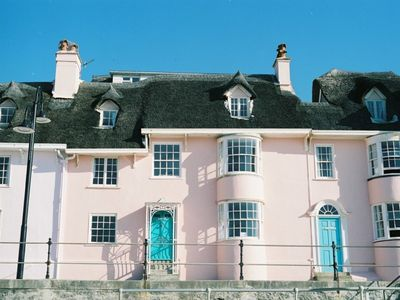 Photo for Idyllic pink, thatched, bay-windowed cottage on the seafront