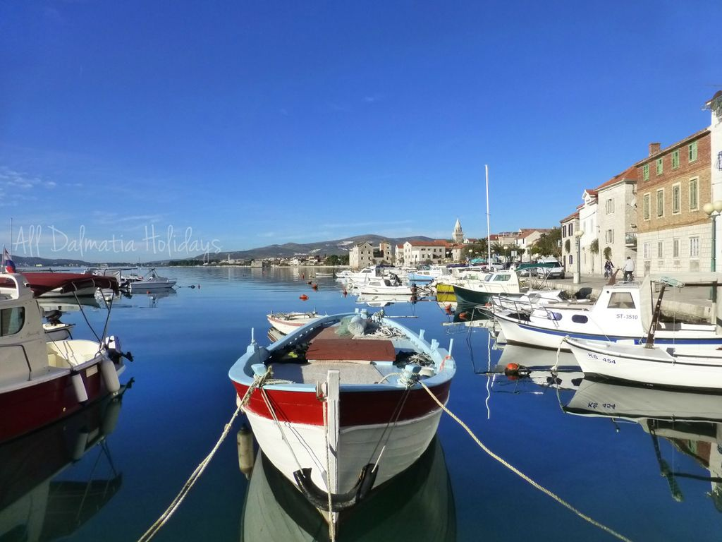 Spacious 1bd apartment in kastela kastel luksic central for 3 renovated apt with spacious living room 10 pax