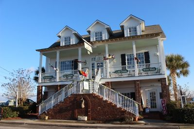 Amazing 3rd floor waterfront apartment in Historic Downtown Swansboro, NC