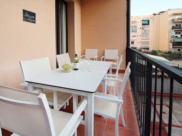 With private terrace, walking distance to the highlights!