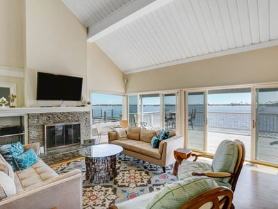 Beautiful Bayside Home with Calm waters and stunning sunsets!