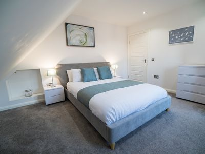Photo for modern and stylish service, self catering accommodation in Falkirks town centre.