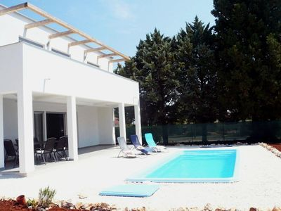 Photo for Aria - New holiday home with pool,  close to numerous beaches and activities