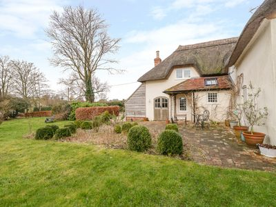 Photo for APPLE TREE COTTAGE, family friendly in Blandford Forum, Ref 1003180