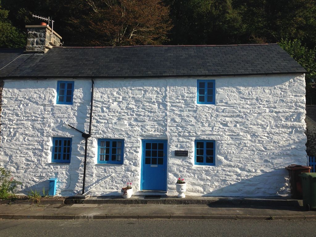 Carefully modernised traditional Welsh cott HomeAway