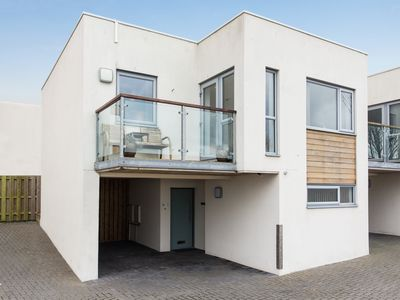 Photo for Luxury 2 bed, 2 bath house, central Newquay with balcony, parking and sea views.