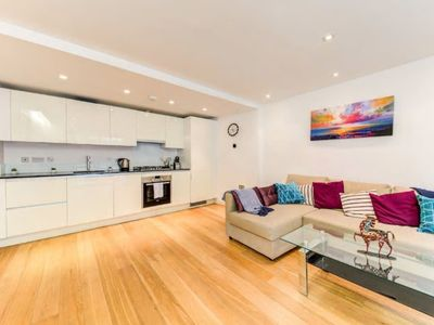 Photo for Pretty and Very Bright Flat in London