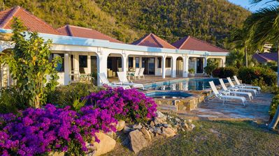 "Photo for Luxurious Beachfront Villa, 36"" Freshwater Pool, Hi-Speed Internet, 8 Person In-Ground Jacuzzi"