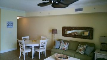 Beautiful 2 bedroom w/ bunkroom 3 bath on the beach! Beach Service Free sleeps 8
