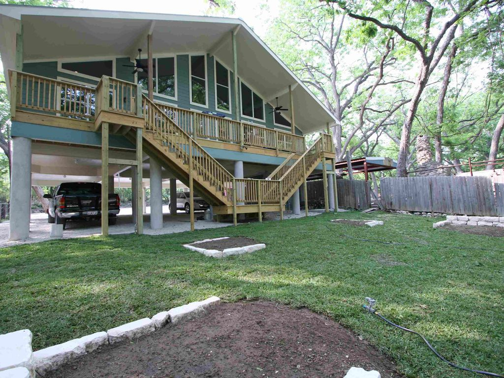 The guadalupe river duplex is on the guadal homeaway for Floating the guadalupe river cabins