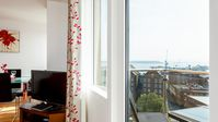 Fantastic! Clean, comfortable, and has a nice view of the Quay.