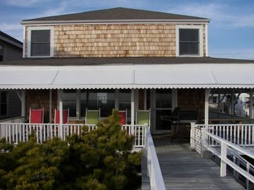 OCEANFRONT...Clean, Cozy, Comfy...Family Oriented, WELL MAINTAINED