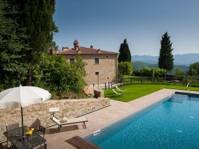 Photo for holiday vacation large villa italy, tuscany, arezzo, pool, view, wi-fi internet, air conditioning, wine tasting, short t