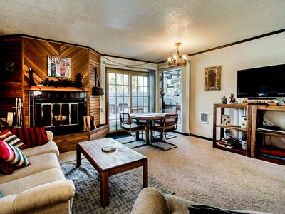 Secluded condo w/ jetted tub & 2 porches - close proximity to the slopes!