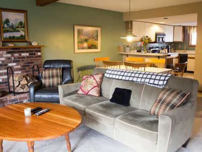 Photo for This great Glazebrook town house has two jetted tubs and a sauna.  WOW!!  Gather in front of the great wood burning fire and simply relax after a hard day on the slopes.  Restaurants and night clubs are really close too.