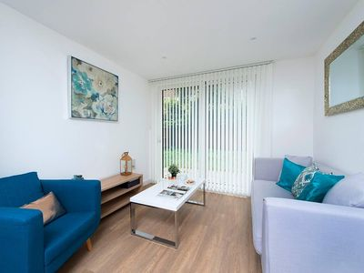 Photo for Modern and Stylish 1BR near the River Thames