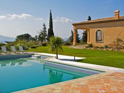 Photo for Provencal-style villa for 8 people. Swimming pool and panoramic view of Saint-Tropez