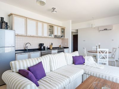 Photo for Elegant 2 bedroom Penthouse Apt + Full Amenities + Roof Terrace BBQ/Kitchen