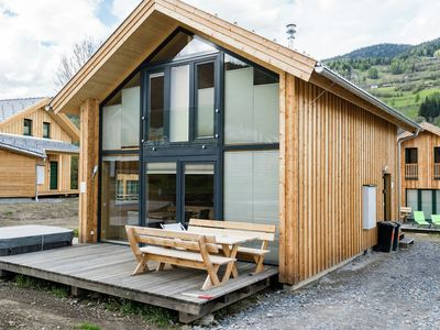 Photo for Detached chalet with a wellness centre and outdoor jacuzzi at the piste