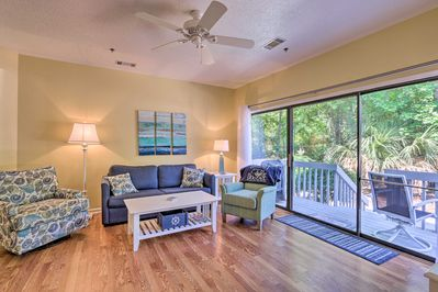 Cologny Beach Park is under a mile from this cozy vacation rental!