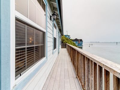 Photo for Charming bayfront cottage with gorgeous views ideal for quick romantic getaway!