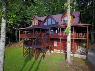 Photo for Upscale Cabin with Lake and Mountain Views. Pool table and internet access.