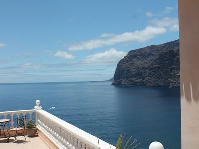 Photo for Superb apartment with stunning sea and cliff views, 2 terraces and free wifi.