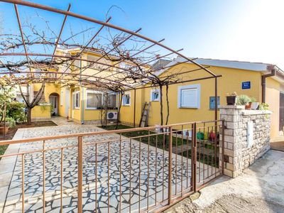 Photo for Comfortable accommodation with 3 bedrooms, washing machine, WiFi, air conditioning, parking, barbecue and only 900 meters to the beach