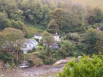 Photo for JUNKET STUDIO, pet friendly, with a garden in Noss Mayo, Ref 976234