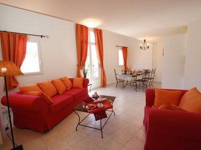 Photo for Appartement lumineux pour 8 au Paradou | Explorez ce village charmant!