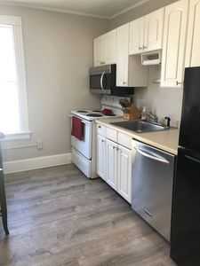 Photo for 4BR 2BATH IN THE HEART OF DOWNTOWN NEWPORT*SLEEPS10