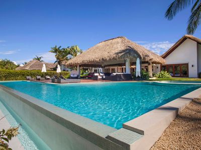 Photo for Spectacular Thatched Roof Villa, Walk to Minitas Beach, Full Staff, Pool, AC, Free Wifi, Concierge