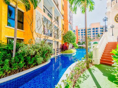 Photo for Spacious waterpark apartment pool view!