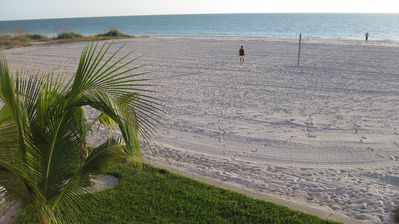 Paradise in the Sunshine, sink your toes in the sand and the surf.Relax and play