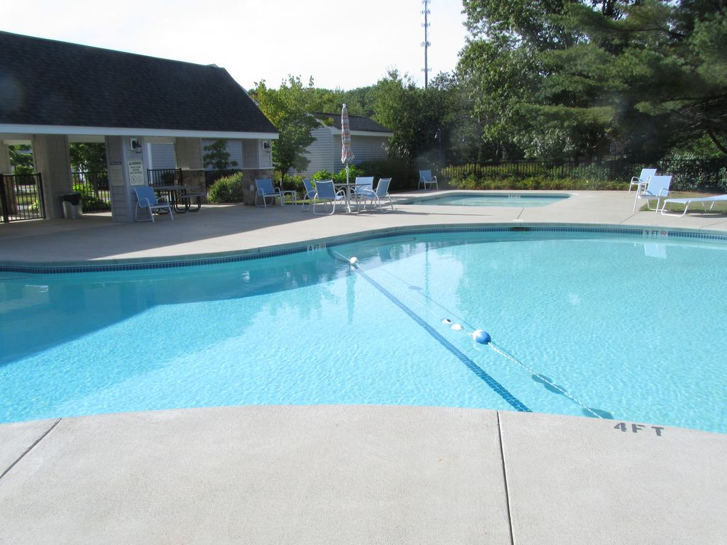 Relax And Enjoy Your Vacation In A 2 Bedroom Condo Close