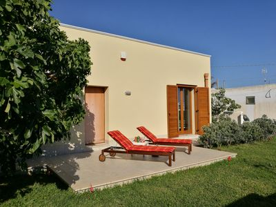 Photo for Delightful apartment in Villa with garden just steps from the sea