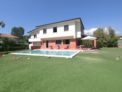 Photo for Villa in Forte Dei Marmi with 6 bedrooms sleeps 13