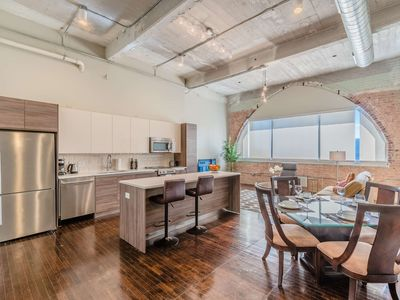 Photo for Big Comfy Apartment in Downtown Dallas (RS914)