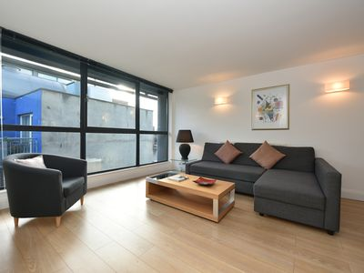 Photo for Spacious modern bright flat 2min from Tube, 24h check-in, 12min from St Paul's