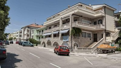 Photo for 1BR Apartment Vacation Rental in Makarska