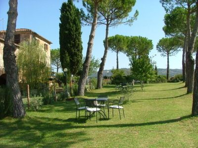 Photo for Cosy apartment in villa for 2 guests with A/C, WIFI, pool, TV, pets allowed and parking