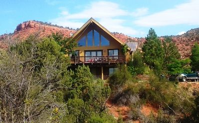 Cliffrose Cottage Cabin on a hill